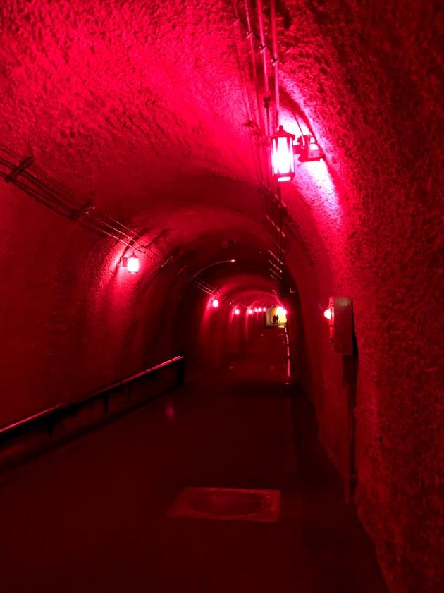 清津峡の光のトンネル(レッド)