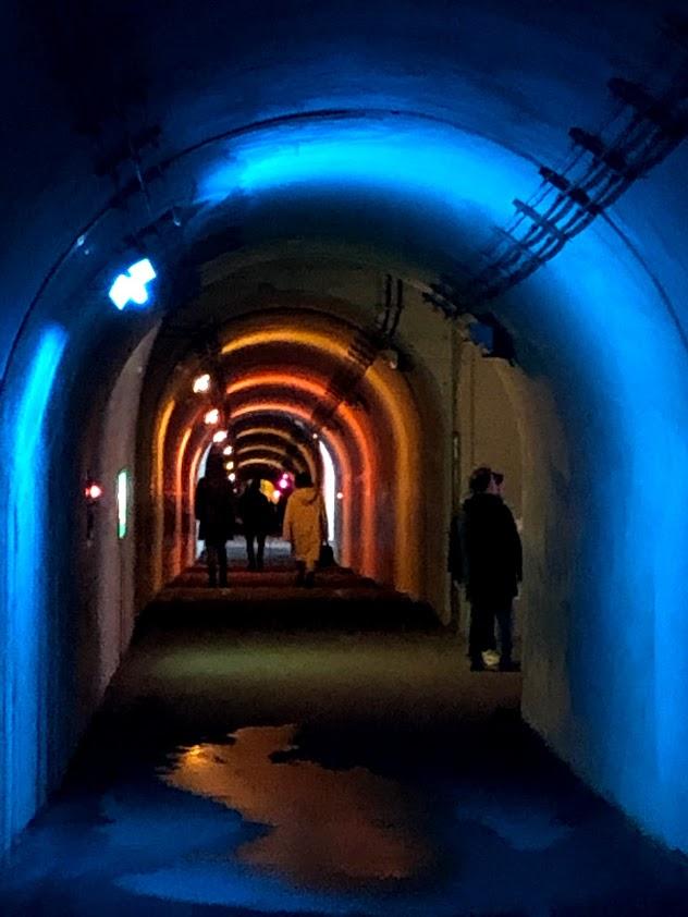 清津峡の光のトンネル(ブルー)