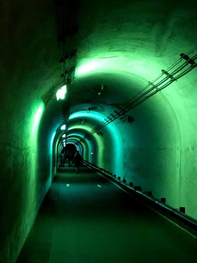 清津峡の光のトンネル(グリーン)