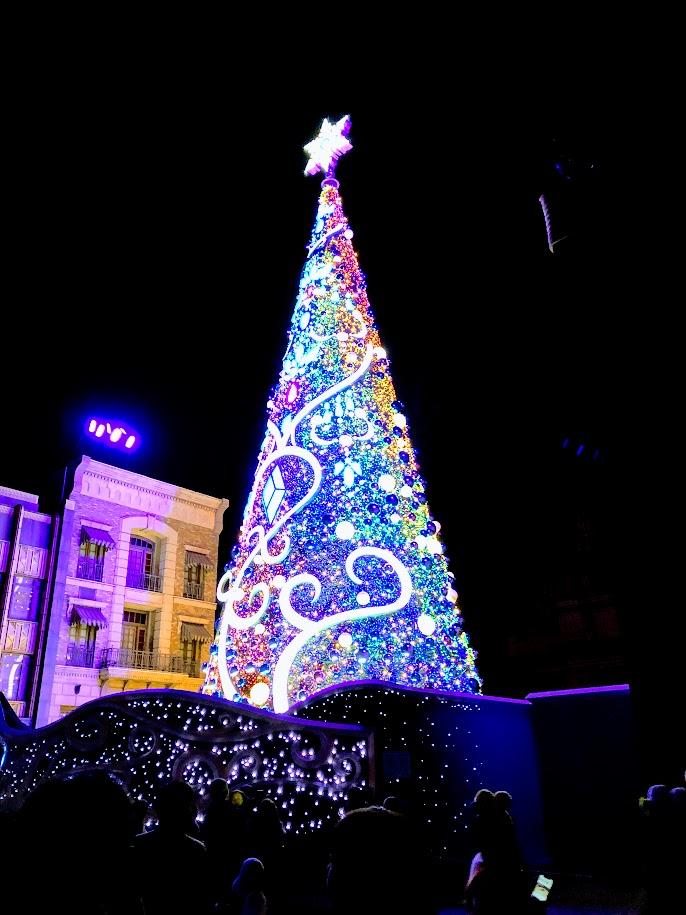 USJクリスタルの約束のクリスマスツリー