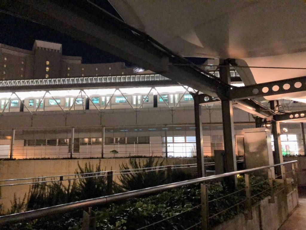 夜の台場駅