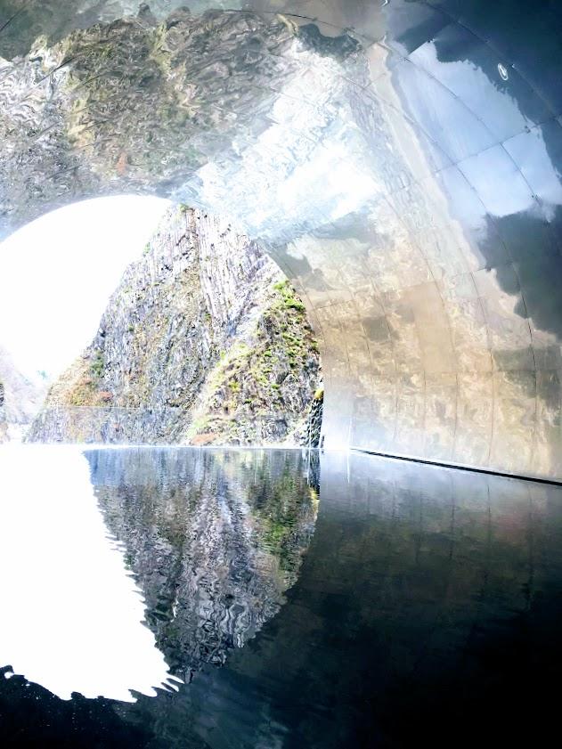 清津峡 光のトンネル