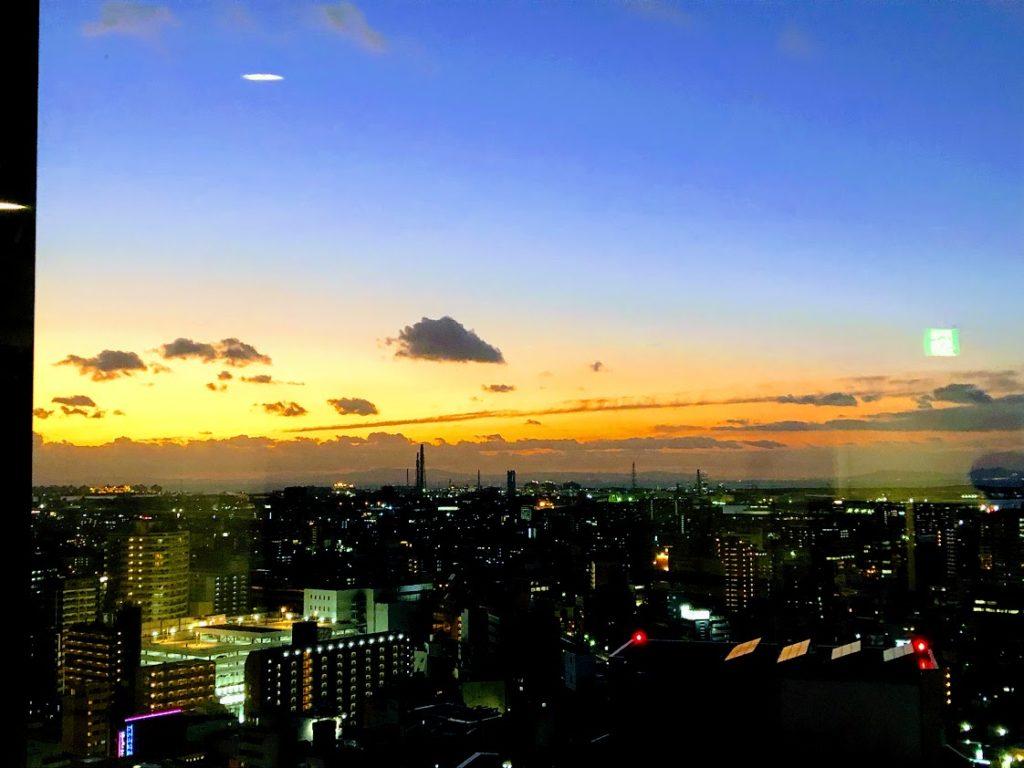 夕暮れ時の堺市役所展望台