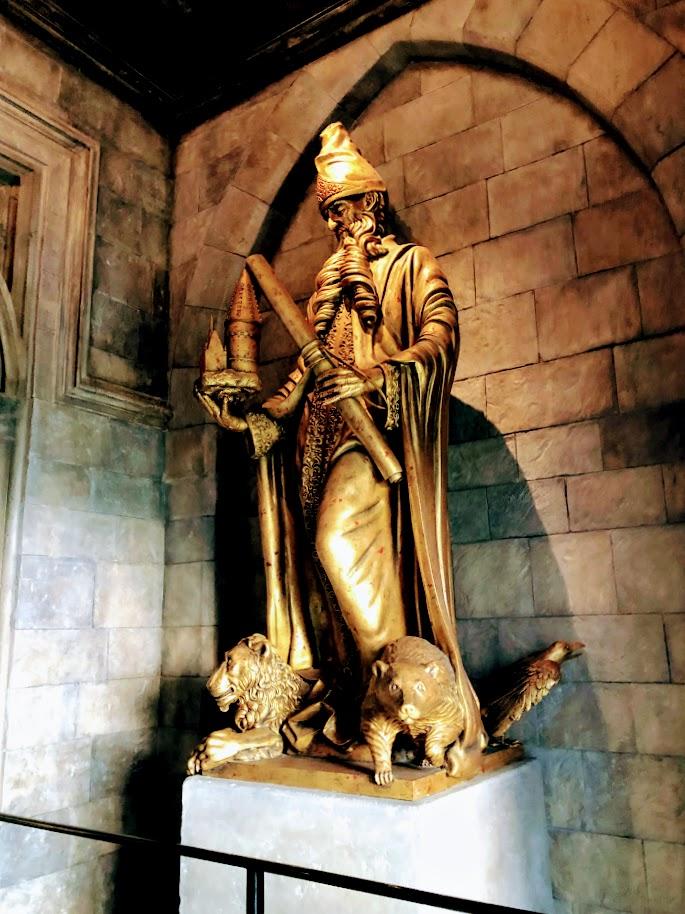 USJホグワーツ城 ゴドリックの像