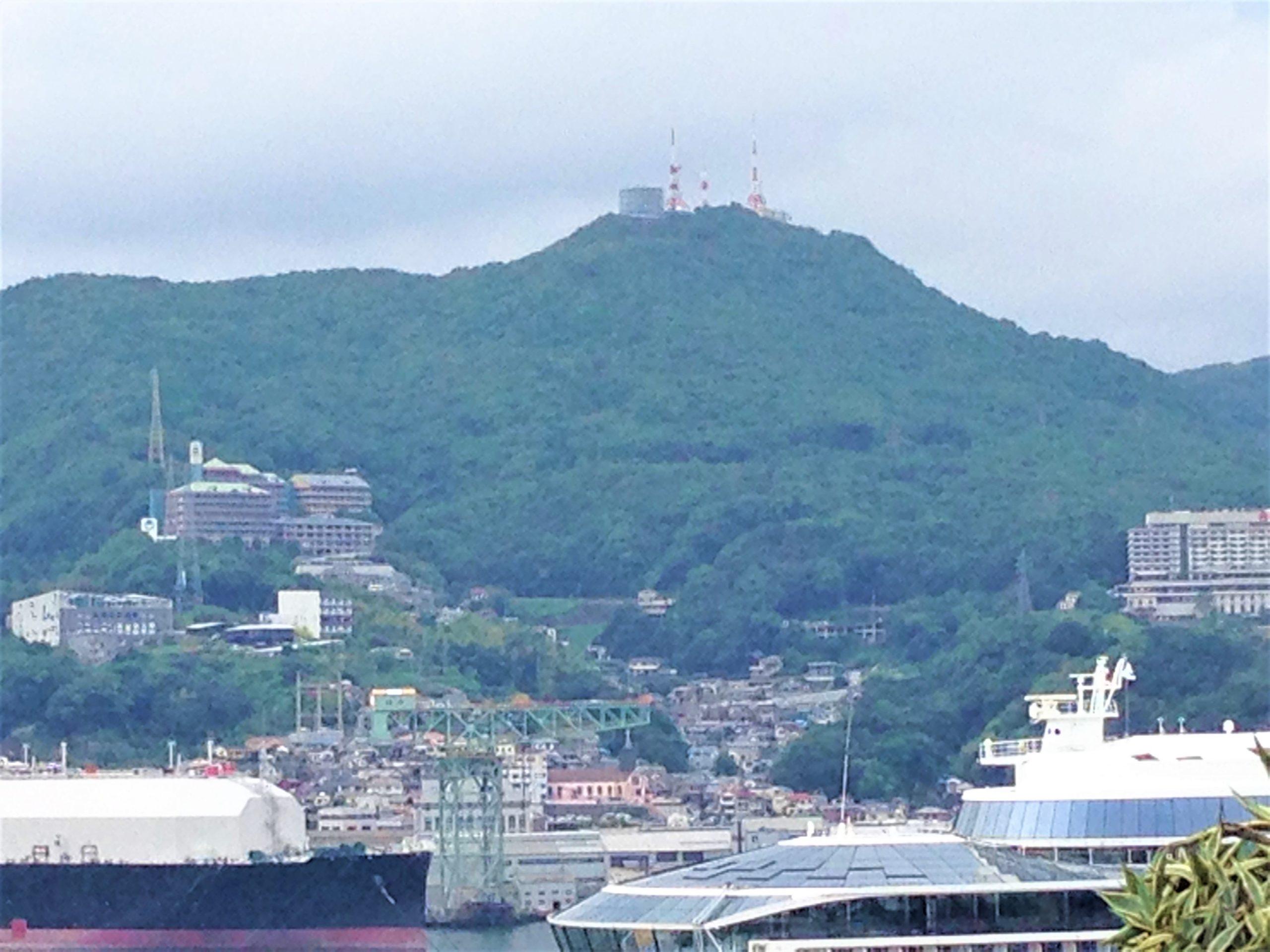 長崎の港と稲佐山