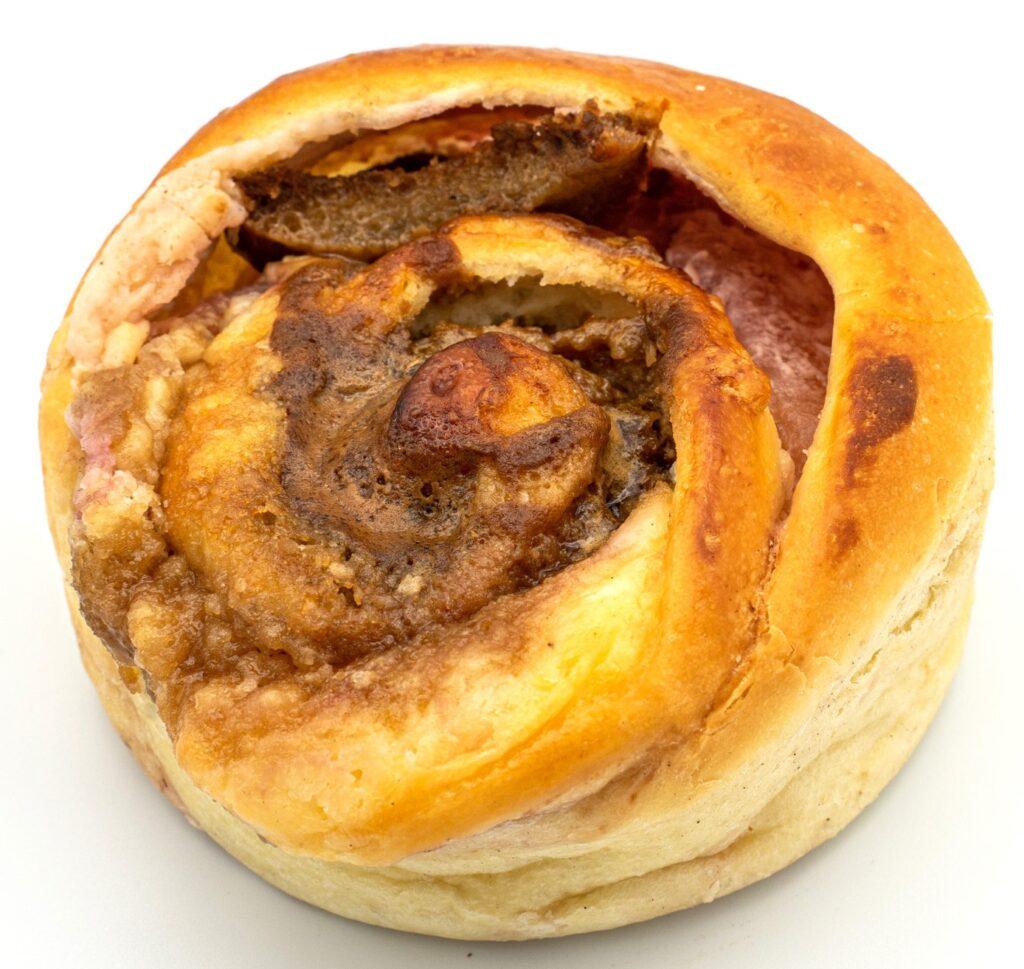 島根県「パンびより」 リンゴとベリーチーズのパン
